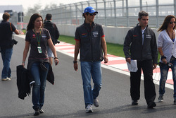 Bruno Senna, Hispania Racing F1 Team walking the track
