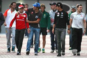 Bruno Senna, Hispania Racing F1 Team and Felipe Massa, Scuderia Ferrari