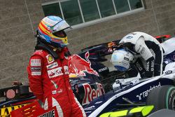 Fernando Alonso, Scuderia Ferrari has a look on the other cars
