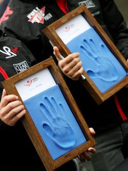 Timo Glock, Virgin Racing and Lucas di Grassi, Virgin Racing, hand printing session