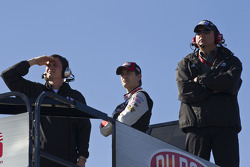 Jeff Gordon, Hendrick Motorsports Chevrolet and some of his crew members watch some of the final practice session