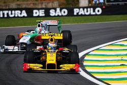 Vitaly Petrov, Renault F1 Team leads Vitantonio Liuzzi, Force India F1 Team