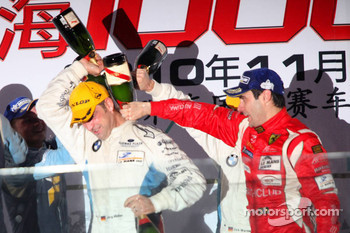 LMGT2: class winners Jörg Müller and Dirk Werner celebrate with champagne