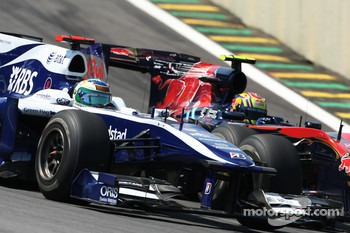 Rubens Barrichello, Williams F1 Team and Jaime Alguersuari, Scuderia Toro Rosso