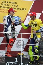 Podium: race winner Jorge Lorenzo, Fiat Yamaha Team, third place Valentino Rossi, Fiat Yamaha Team