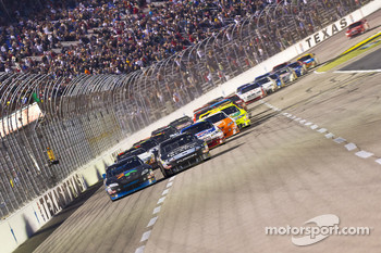 Restart: Denny Hamlin, Joe Gibbs Racing Toyota and Matt Kenseth, Roush Fenway Racing Ford battle for the lead