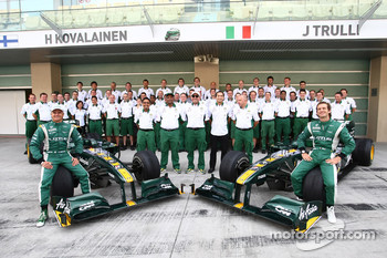 Lotus Team photo with Heikki Kovalainen, Lotus F1 Team and Jarno Trulli, Lotus F1 Team
