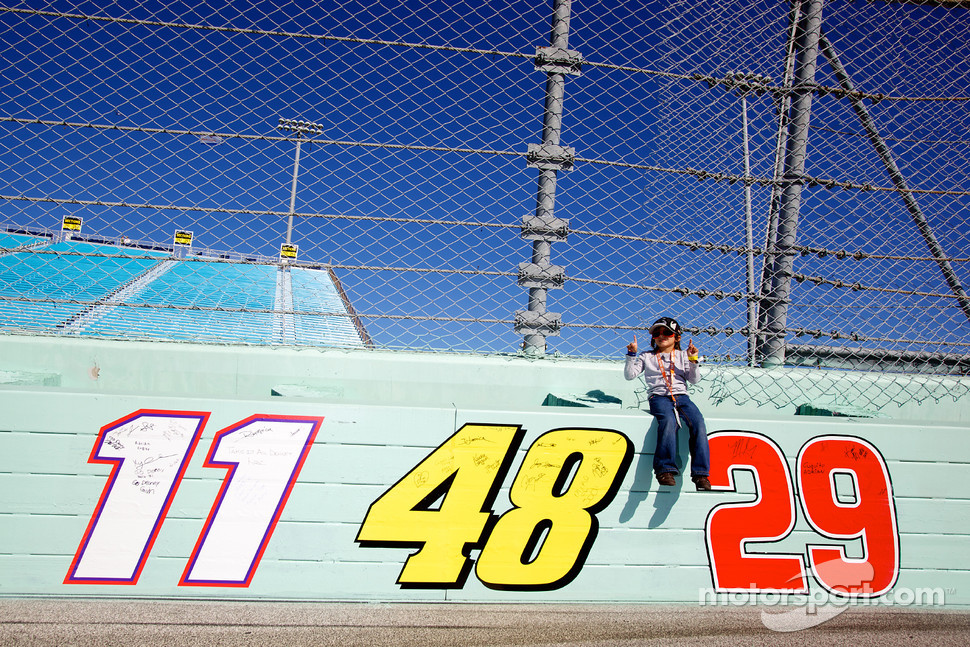 A young fan poses with championship contenders numbers