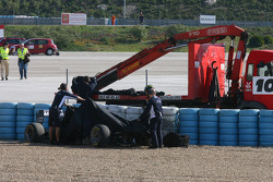 Pastor Maldonado, AT&T Williams crashed at turn 4