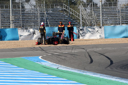 Vitaly Petrov, Lotus Renault GP goes off the track