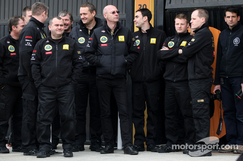 Lotus Renault GP mechanics