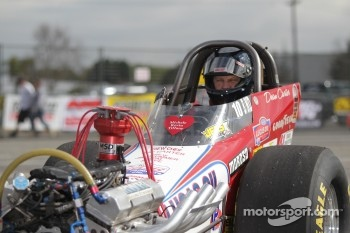 Dean Carter aboard his Quality Floors / Lucas Oil 2006 Uhara Dragster