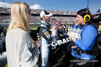 Jimmie Johnson, Hendrick Motorsports Chevrolet with his wife Chandra and daughter Genevieve Marie