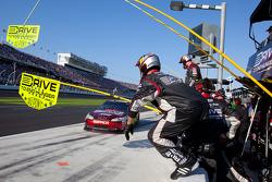 Pit stop for Jeff Gordon, Hendrick Motorsports Chevrolet