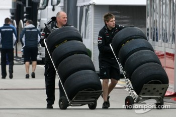 Mercedes GP mechanics