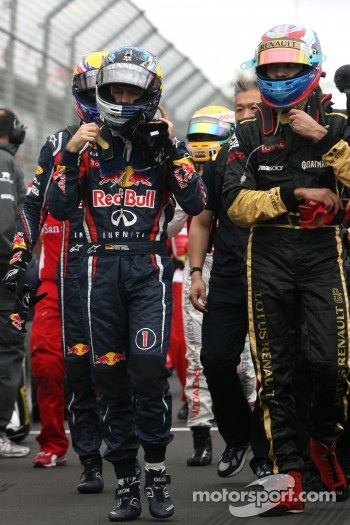 Sebastian Vettel, Red Bull Racing and Vitaly Petrov, Lotus Renault GP