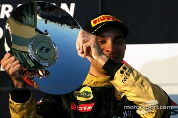 Podium: third place Vitaly Petrov, Lotus Renault GP