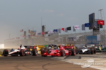 Restart: Dario Franchitti, Target Chip Ganassi Racing and Will Power, Team Penske battle for the lead