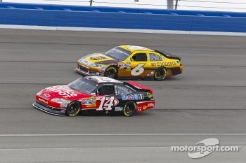 Tony Stewart, Stewart-Haas Racing Chevrolet and David Ragan, Roush Fenway Racing Ford