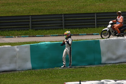 Pastor Maldonado, AT&T Williams crashed when entering the pits