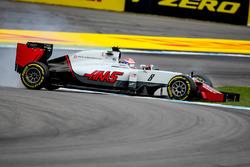 Romain Grosjean, Haas F1 Team VF-16 spins