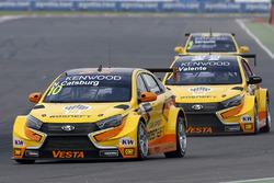 Nicky Catsburg, LADA Sport Rosneft, Lada Vesta, Hugo Valente, LADA Sport Rosneft, Lada Vesta, Gabriele Tarquini, LADA Sport Rosneft, Lada Vesta in MAC3 qualifying