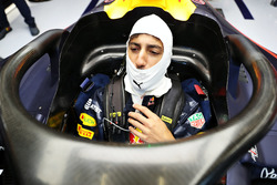 Daniel Ricciardo, Red Bull Racing RB12  sits in his car with the halo attached