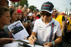 Felipe Massa, Williams, gibt Autogramme