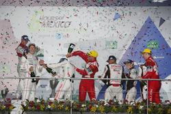 Podium: #1 Porsche Team, Porsche 919 Hybrid: Timo Bernhard, Mark Webber, Brendon Hartley with champgne