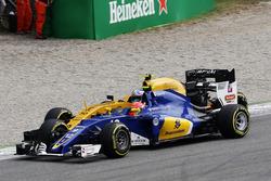 Felipe Nasr, Sauber C35 and Jolyon Palmer, Renault Sport F1 Team RS16 collide