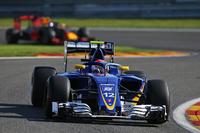 Formula 1 Photos - Sauber C35, Halo customisé