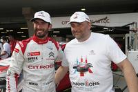 WTCC Fotók - Jose Maria Lopez, Citroën C-Elysée WTCC, Citroën World Touring Car Team WTCC és Yves Matton, a Citroen versenyigazgatója