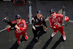 Podium: race winner Will Power, Team Penske, second place Scott Dixon, Target Chip Ganassi Racing, third place Dario Franchitti, Target Chip Ganassi Racing