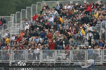 Montral fans back on Monday morning for the race restart