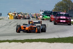 The Panoz DP01 leads the field on the pace lap