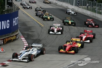 Start: Oriol Servia leads Sébastien Bourdais