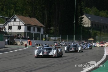 Start: #2 Audi Sport Team Joest Audi R18 TDI: Marcel Fässler, Andre Lotterer, Benoit Tréluyer leads the field