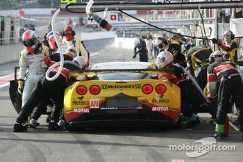 Pit stop for #50 Larbre Competition Chevrolet Corvette C6 ZR1: Patrick Bornhauser, Julien Canal, Gabriele Gardel