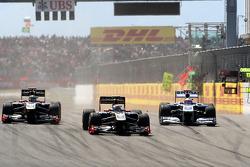 Vitaly Petrov, Lotus Renault GP leads Nick Heidfeld, Lotus Renault GP and Rubens Barrichello, AT&T Williams