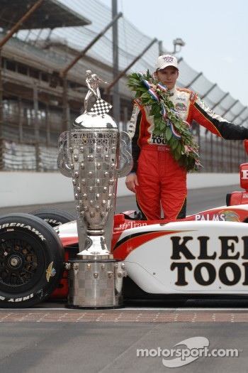 Race winner Dan Wheldon poses with the Borg Warner trophy and his car