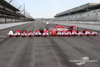 Dan Wheldon and team kiss the bricks