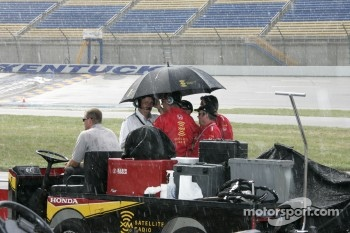 Rain stops qualifying session