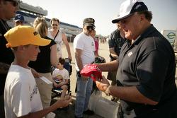 A.J. Foyt signs autographs