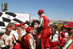 Dan Wheldon is congratulated by his crew