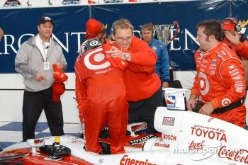 Scott Dixon is congratulated after 40 lean races