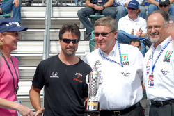 Michael Andretti, Kevin Savoree and Kim Green receive 2005 winning owners' Baby Borg trophy