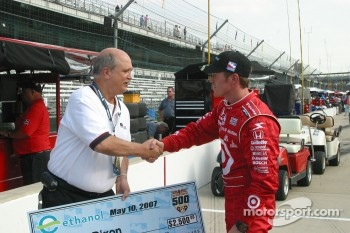 Scott Dixon accepts the fastest of the day award