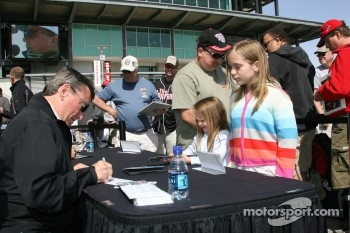 Autograph session: Johnny Rutherford