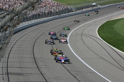 Marco Andretti leads a group of cars