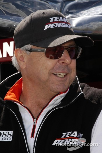 Rick Mears helps with his experience at Mid-Ohio